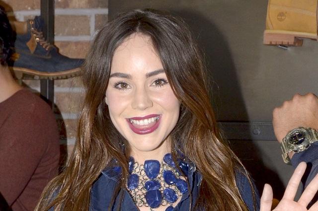 """Camila Sodi """"encuentra"""" a Luis Miguel en La Lagunilla y pasa penoso momento"""