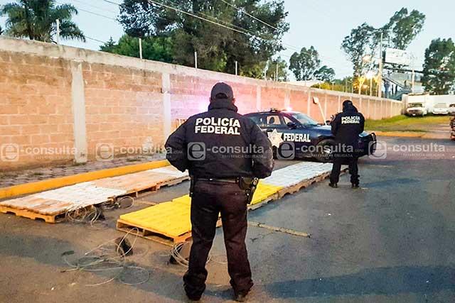 Aseguran tractocamión repleto de cocaína en la Puebla-Córdoba