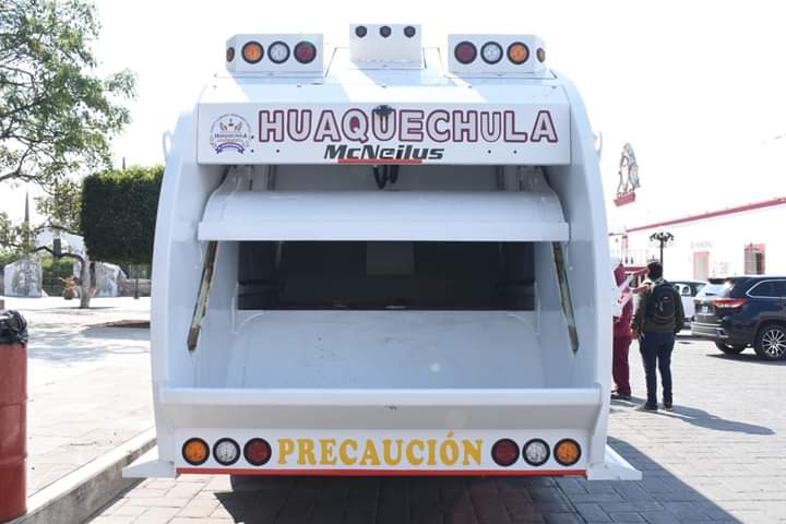 Dejan bolsas de basura en alcaldía de Huaquechula por el mal servicio