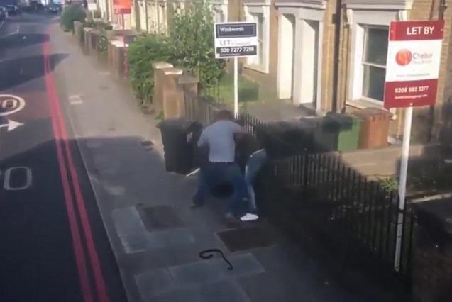 Camionero reta y golpea a conductor por conflicto vial en Londres