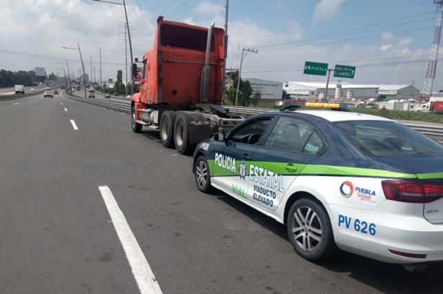 Asaltan a camionero en Puebla y amarran en su camarote