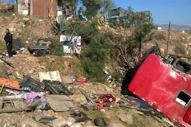 Un camión cae en un barranco y deja un saldo de 4 muertos y 38 heridos