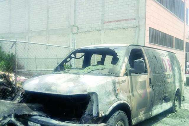 Sujetos desconocidos incendian camioneta de diputado del Edomex