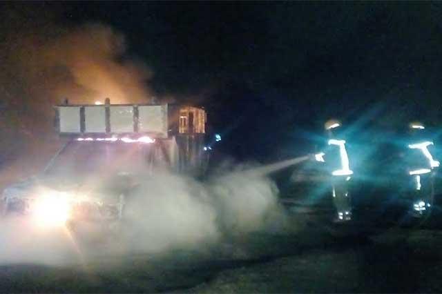 Detectan toma clandestina y vehículo en llamas en Texmelucan