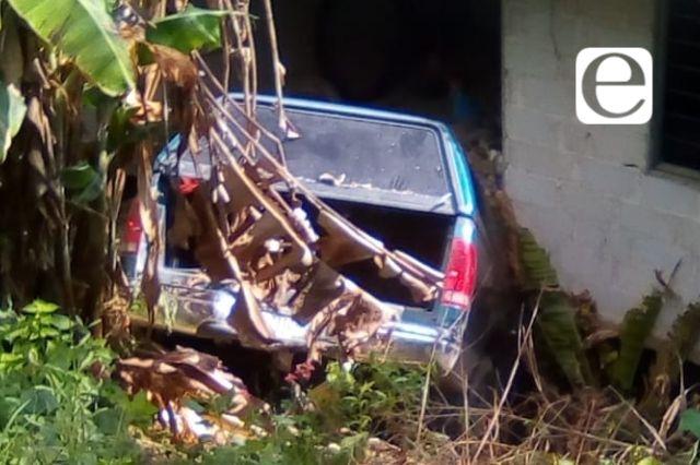 Impactan su camioneta contra una vivienda en Cuaxicala, iban ebrios