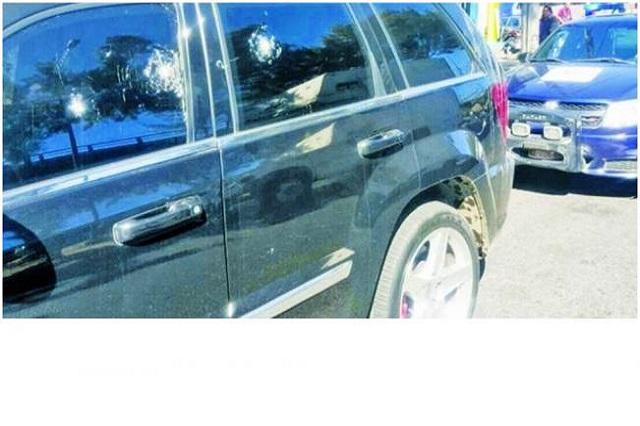 Empleado se salva de balas y de robo de 1 mdp gracias a camioneta blindada