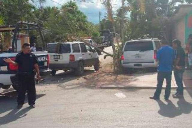 Camioneta de Felipe Calderón se estrella contra una casa en Quintana Roo
