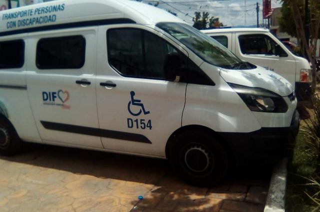Roban camioneta del DIF y bajan a enfermos de cáncer en Puebla