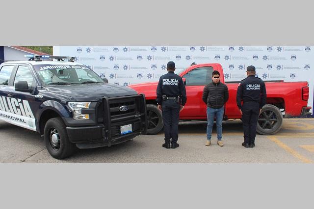 Recupera Policía Municipal de Puebla una camioneta robada