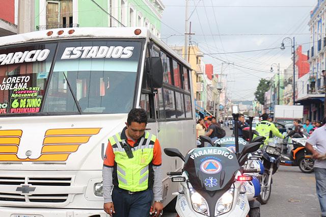 Reconoce regidor caos vial en el centro histórico