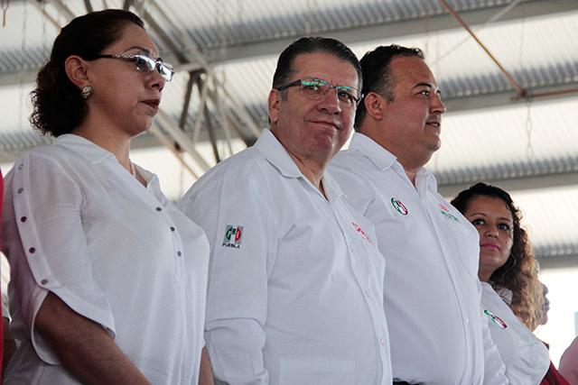 Gobierno abandonó a Tehuacán, acusa Doger en mitin con Ernestina