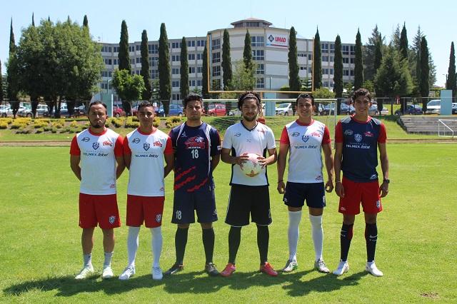 Como campeones, se van 6 elementos del equipo de fútbol UMAD