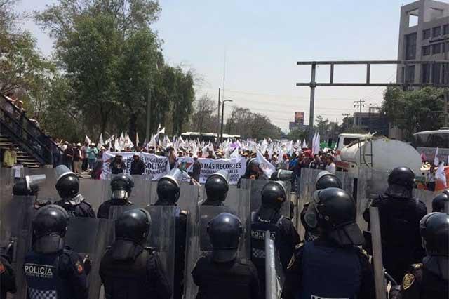 Campesinos bloquean Constituyentes y exigen diálogo con la SHCP
