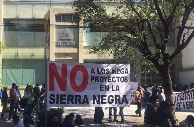 Campesinos en plantón piden diálogo directo con Barbosa