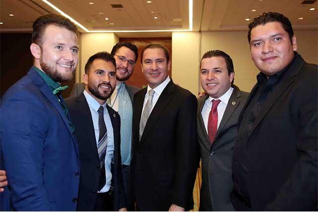 Clausuran RMV y Enrique Guillén convención nacional de Canacintra