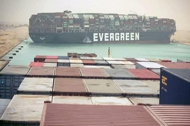 Fracasan intentos de poner a flote el Ever Given atascado en el Canal de Suez