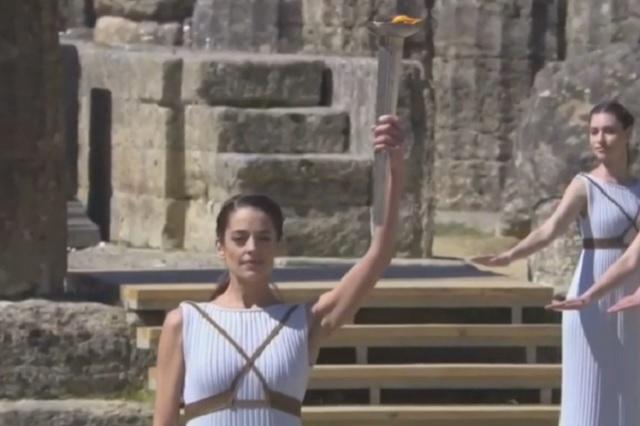 Alza de casos Covid en Tokio obliga a frenar exhibición de antorcha olímpica