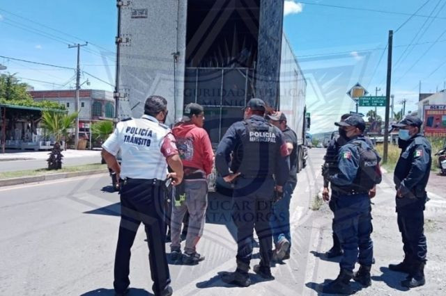 Policías de Izúcar detienen a Fania 97 para evitar fiesta covid