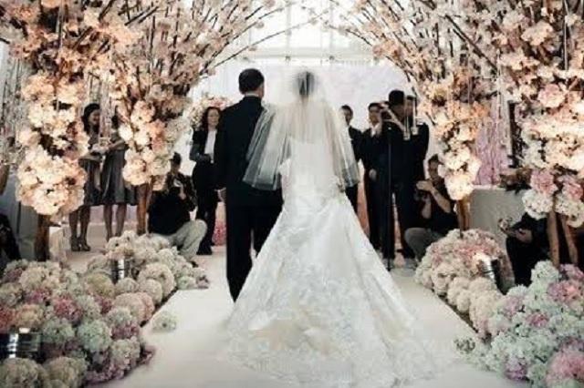 Coronavirus arruinó su boda; donan el banquete a personal de salud