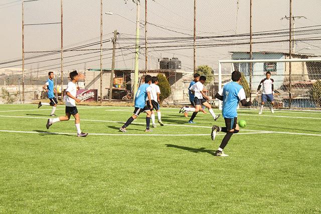 Rehabilitan canchas de futbol para 28 mil jóvenes de la ciudad de Puebla