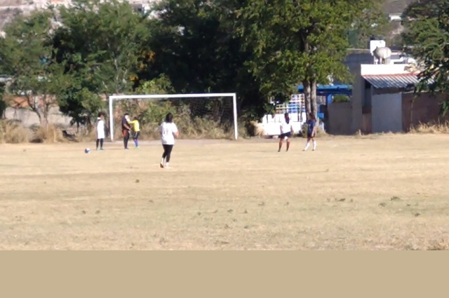 Pese a Covid-19 realizan partidos clandestinos de futbol en Izúcar