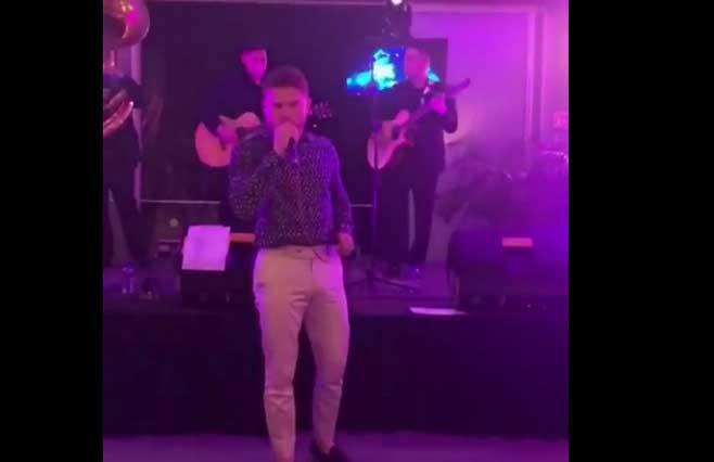El Canelo canta tema de Joan Sebastian: lo destrozan y se burlan de él