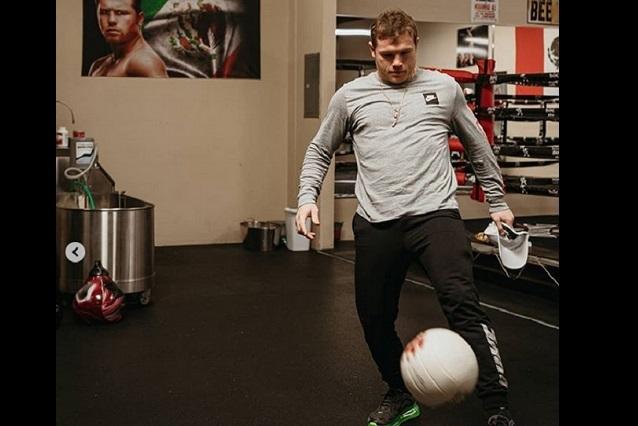 ¿Canelo Álvarez sorprende a David Beckham por dominar el balón?