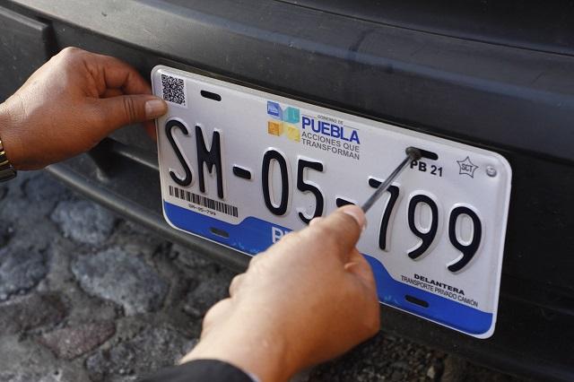 ¿Si tramitas placas hoy en Puebla debes pagarlas otra vez en abril?