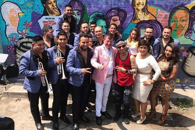 Cantante se lleva susto en Tepito al grabar vida de sexoservidoras