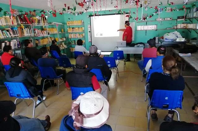 Capacitan a comerciantes de Cuautlancingo en preparación de alimentos
