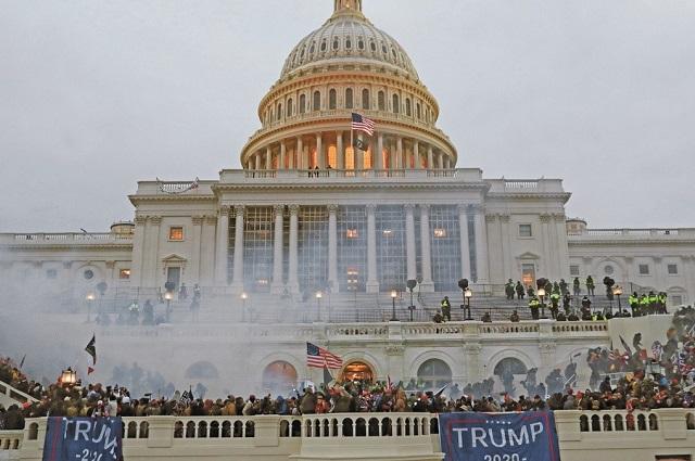 Congreso valida triunfo de Biden; 4 muertos por violencia en el Capitolio