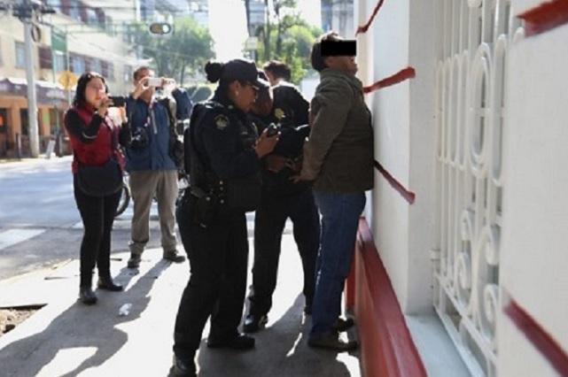 Capturan a un ladrón frente a la casa de transición de AMLO