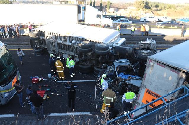 Freno de la circulación, posible causa del accidente en la autopista