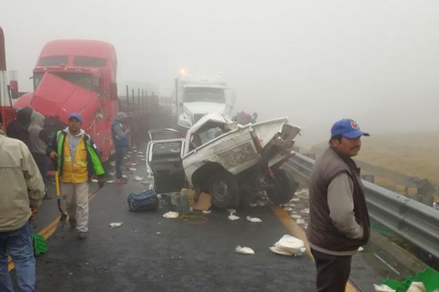 Carambola por neblina deja 1 muerto en la Puebla-Orizaba