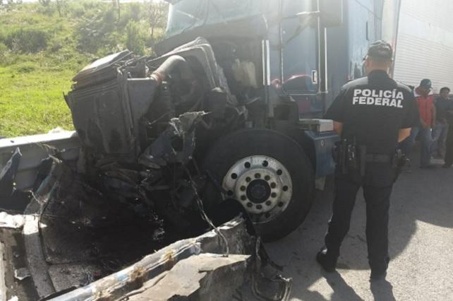 Carambola de ADO y camiones de carga deja 4 heridos en la Puebla-Orizaba