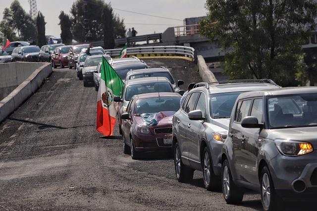 Con vehículos sobre la Recta, protestan por visita de AMLO