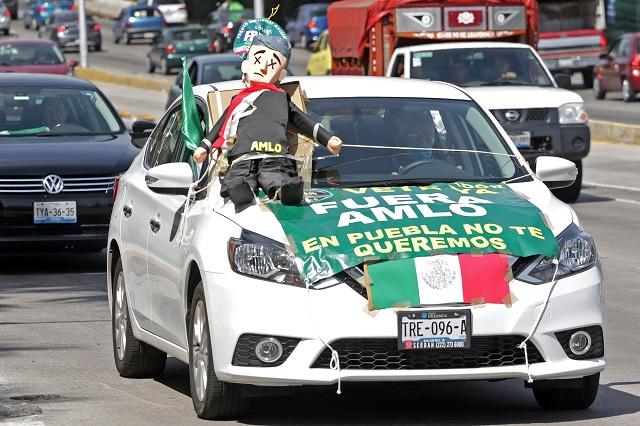 Salen poblanos por tercera vez a protestar contra AMLO