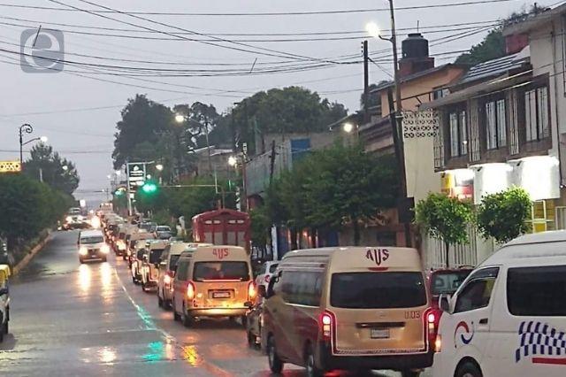 Hacen caravana por chofer asesinado en Huauchinango