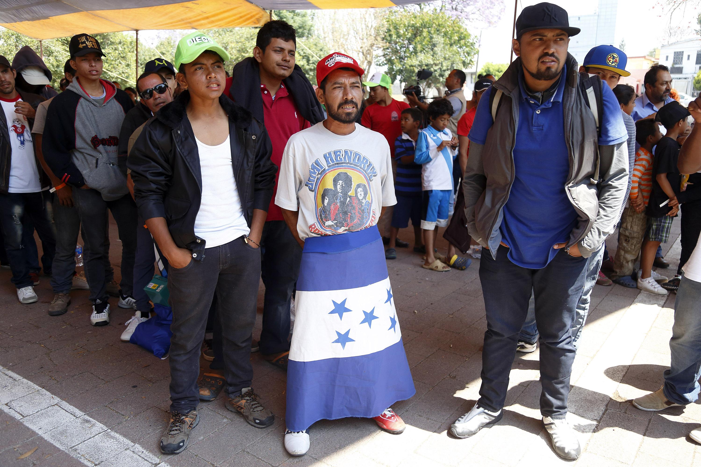 Debemos ayudar a migrantes, no criminalizarlos: arzobispo de Puebla