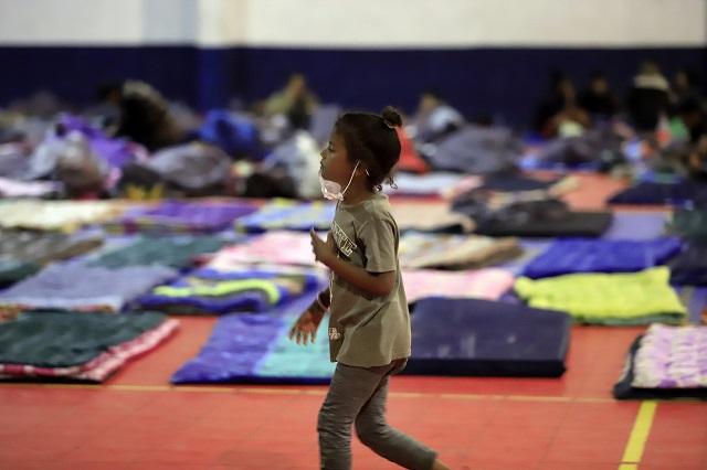 Arribo de migrantes supera capacidad de albergues poblanos