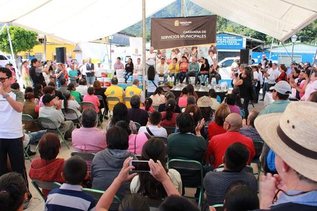 Carlos Peredo inicia caravana de servicios municipales en Mexcalcuautla