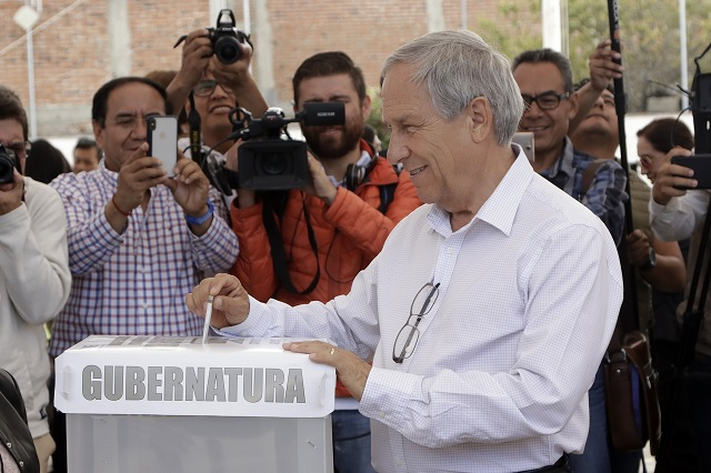 Esta sí es una consulta popular, afirma Cárdenas al emitir su voto