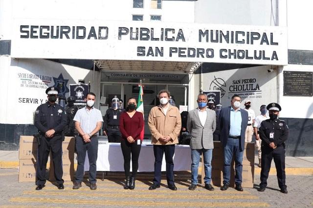 Dona Consejo de Seguridad de Puebla caretas para agentes en San Pedro Cholula