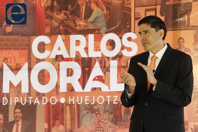 En campaña se ampara Carlos Morales contra orden de aprehensión