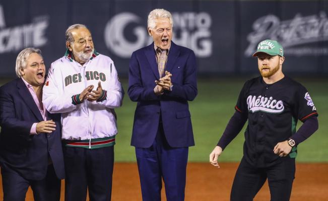 Cuenta de 'Canelo', Clinton y Slim rompe las redes