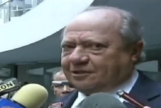 Romero Deschamps decidirá si renuncia para atender denuncias: AMLO
