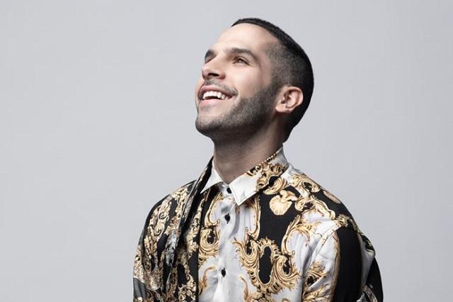 Carlos Zaur, un cantante que triunfa en YouTube