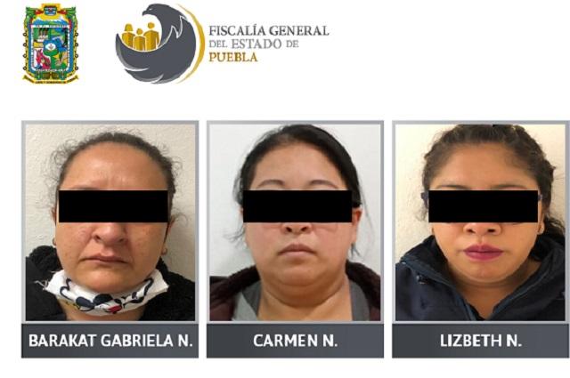 Jueza de Huejotzingo amaga con pistola a una detenida