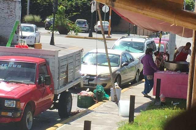 Tras denuncia, retiran puesto de carnitas en la colonia La Paz
