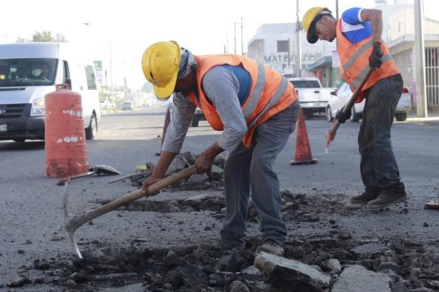 Continúa reparación de pavimento en calles de Puebla
